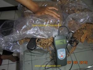 Untuk mengukur kadar air tembakau