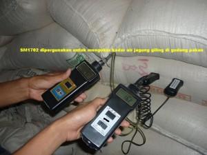 Alat ukur kadar air SM1702  pada Jagung Giling